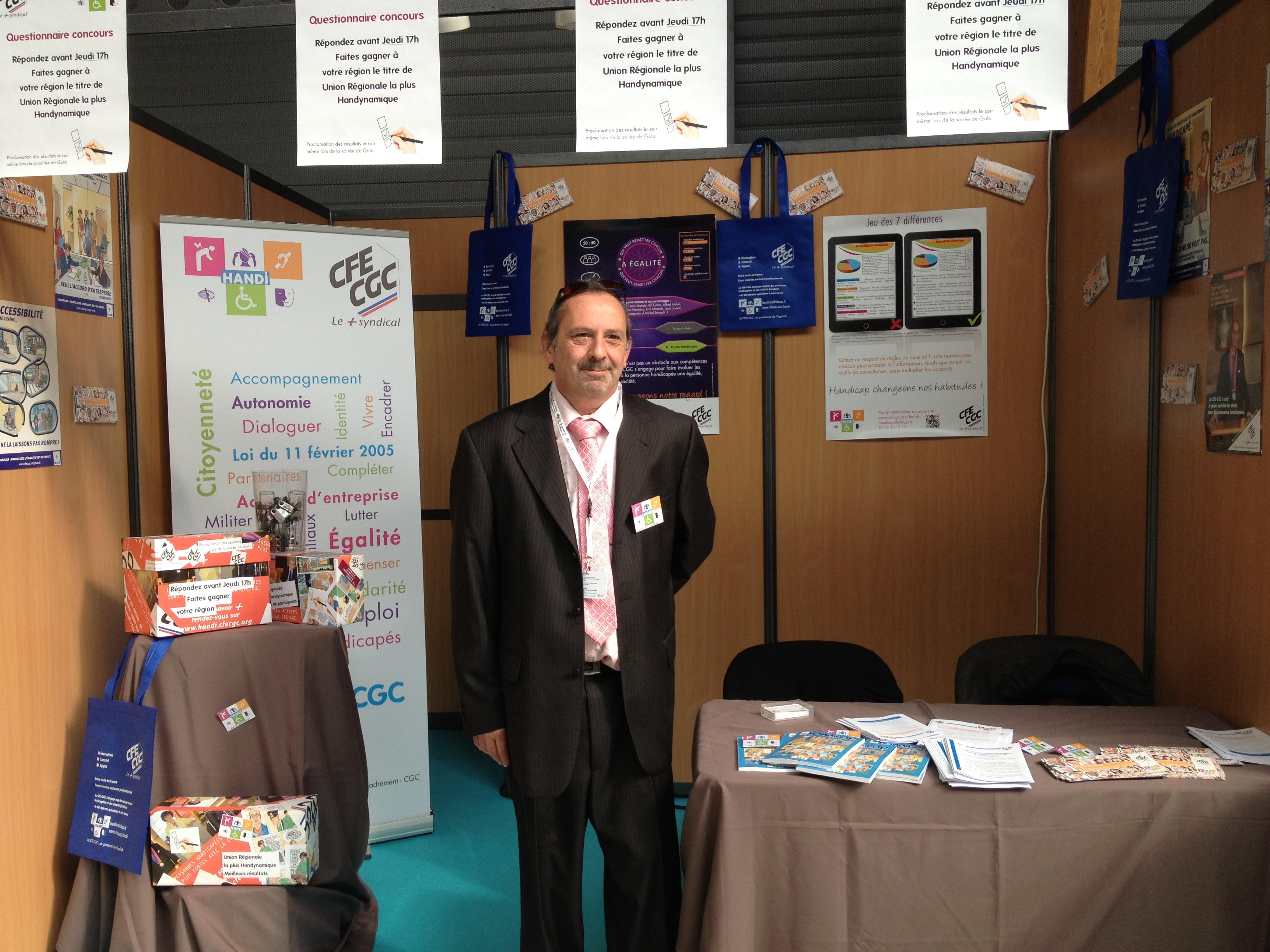 Luc Brisset, membre du GrouPIH à Saint-Malo, animateur du stand CFE-CGC-Handi